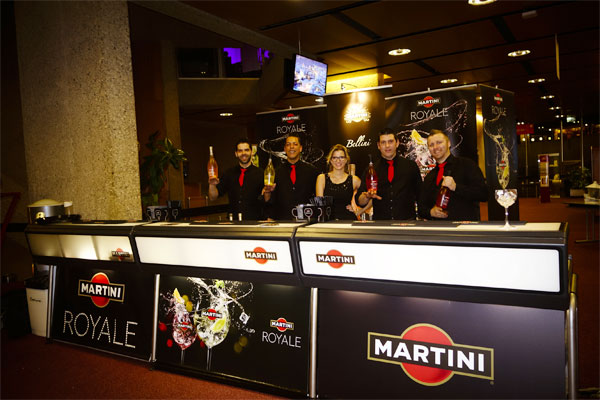 Cocktails entertainment working with JUSTINCASE bars in a Martini event