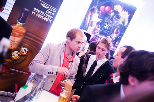 Men tasting Singleton whiskey at the Prague Bar Show