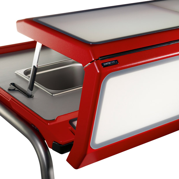 Mobile bar produced by Justincase in red color and standard acrylic glasses